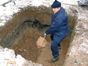 Копание ямы в ручную