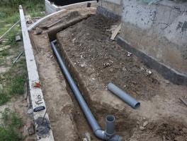 Установка труб внешней канализации