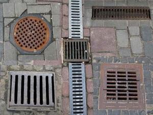 Что такое ливневая канализация, и как ее установить?
