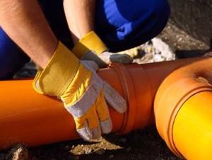 Монтаж труб наружной канализации