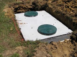 Септик из бетонных плит и 2 люка