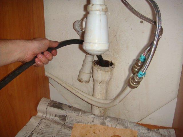 Прочистка канализации своими руками способы 379