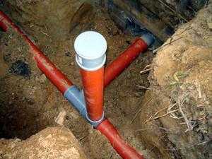 Канализация собирается посредством соединения канализационных труб