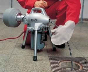 Прочистка канализации различными средствами и способами