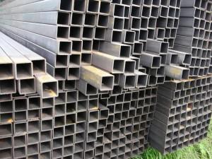 Профтруба из стали 09г2с применяется в основном в коммерческом и масштабном строительстве