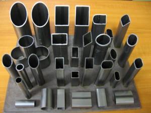 Отличительной особенностью профильной трубы считается сечение. Оно имеет овальную,   квадратную и прямоугольную формы